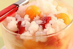 Soupe de melons et fraises, granité au citron jaune et gingembre